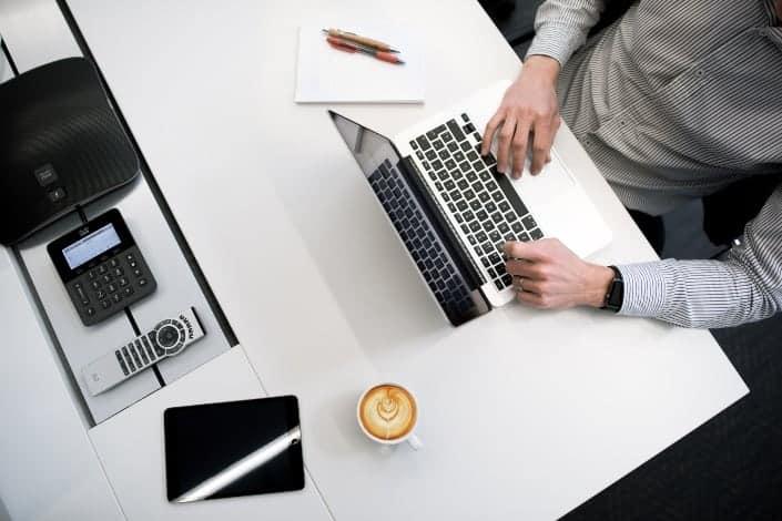 herramientas y artilugios básicos de oficina