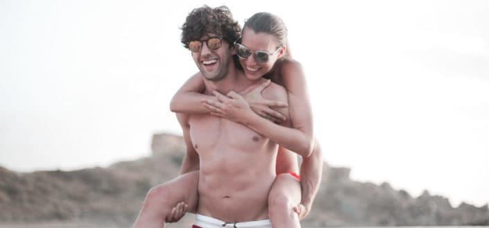 Mujer, equitación, topless, tipo, espalda, en la playa
